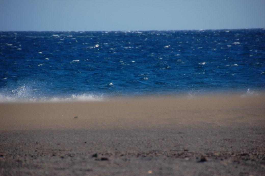 Und das Ganze aus der anderen Richtung. Fliegender Sand, fliegendes Wasser, ich warte auf den fliegenden Holländer....
