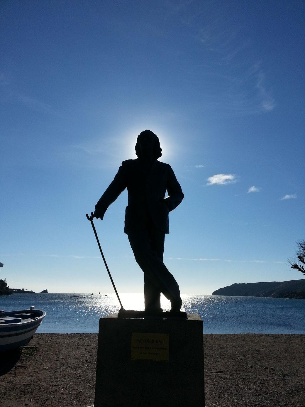 Die Statue von Salvador Dali in Cadaques