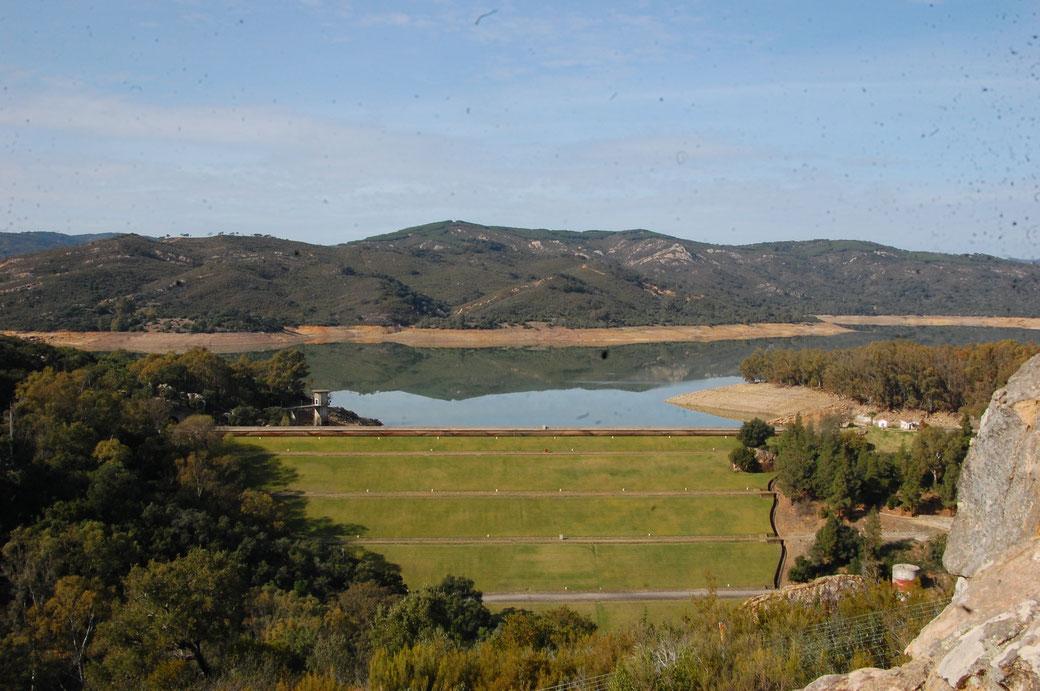 Eines der vielen Wasser Reservoire. Anders als Nordspanien hat der Süden kaum Probleme bei längerer Dürre. Sagt David.