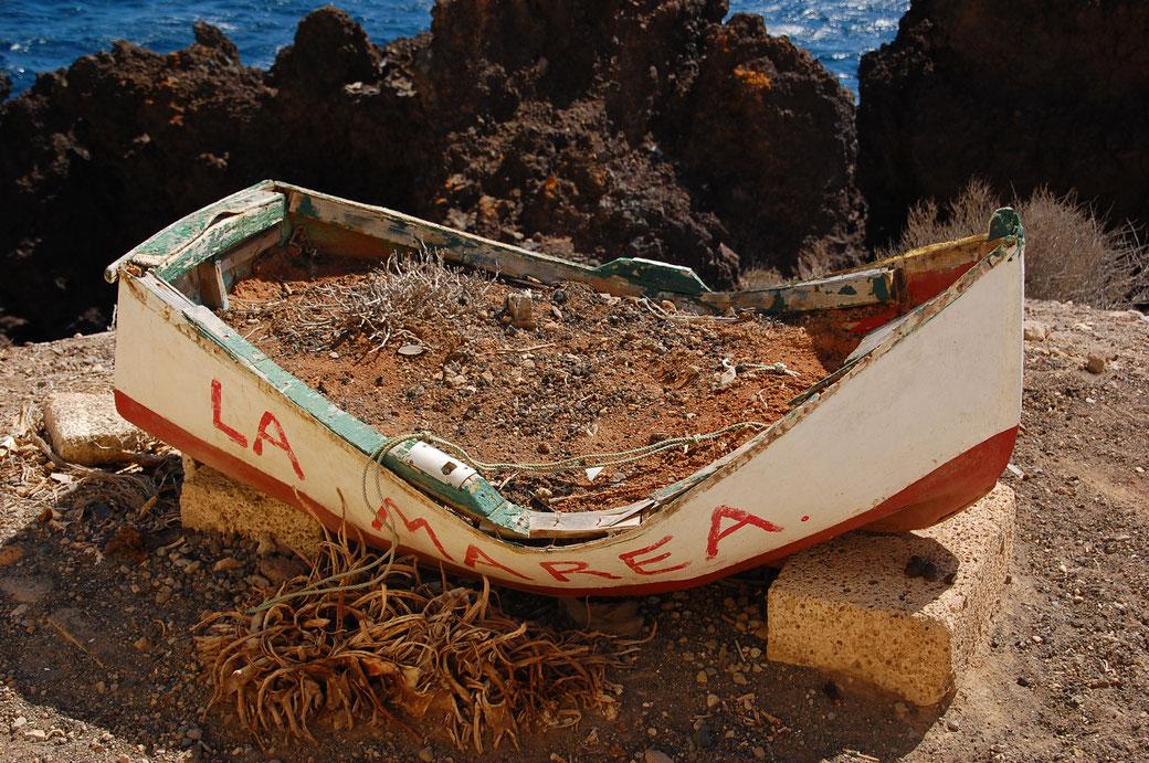 Der findige Iberer beugt Boots- Diebstahl vor, indem er solches mit allerlei Gedöns befüllt. Meines Erachtens nicht übertrieben! Werde diese Methode auch zur Sicherung meiner Geldscheine in Betracht ziehen.
