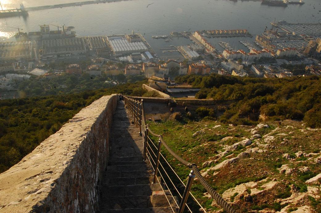 Hier noch ein Bild vom Abstieg in Gibraltar..endlose Treppen, Grandioser Ausblick.