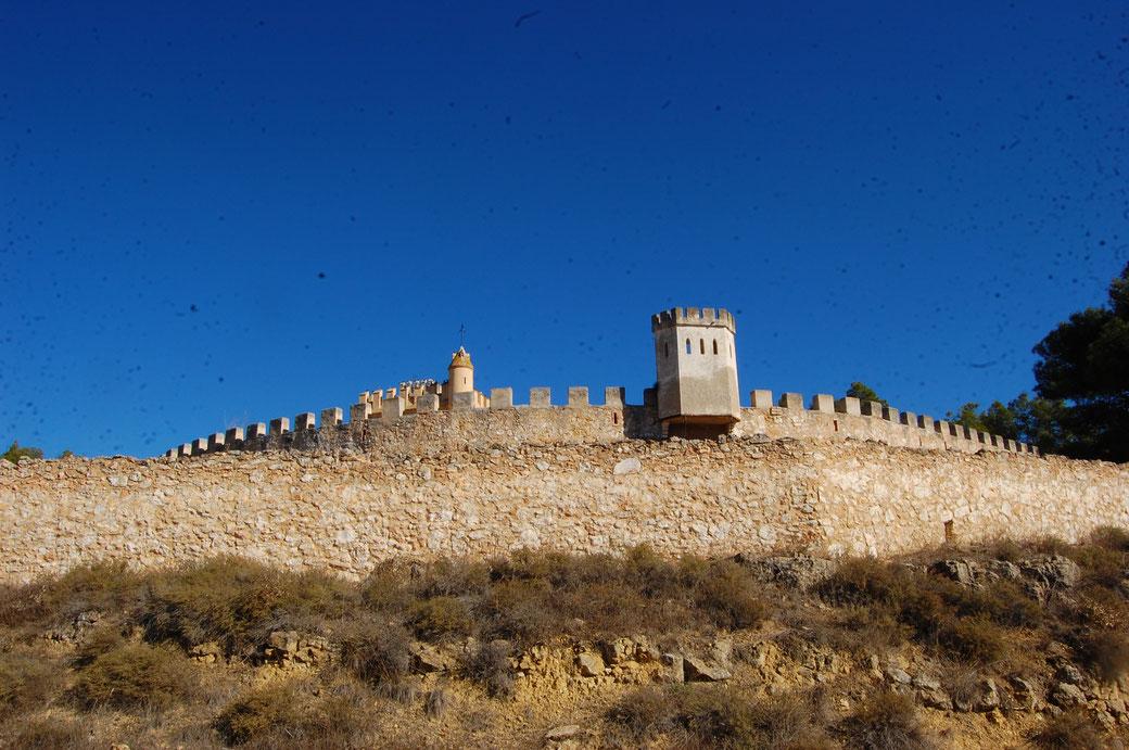Das hier ist ein Privatbesitz. Ich glaub das ist die Sommerresidenz vom spanischen Kaiser Protzo los Fil de Puta der Hundertelfte.