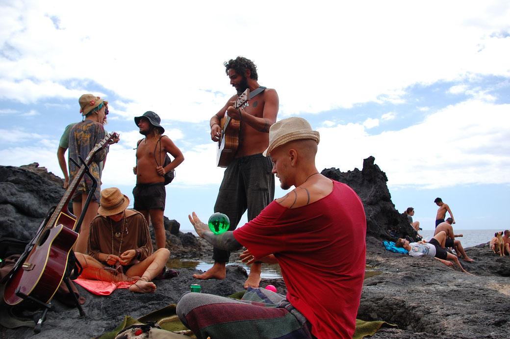 Das war am Samstag am Natu- Pool. Am Wochenende verkauft Miguel Bier und Wasser  an die Leute dort.... so richtig Kohle verdient er damit nicht, manchmal hat er gerade so die Unkosten raus....