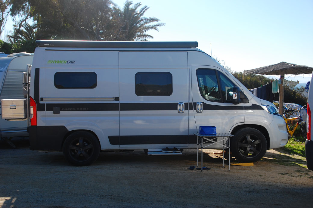 Das ist der Campingbus von Sammy, da ist wirklich alles drin, was man so braucht unterwegs, Bett, Küche, Sitzecke, Dusche/WC, Heizung und das alles auf einem Iveco Chassis für schlappe 57.000 €, gefällt mir gut!!!