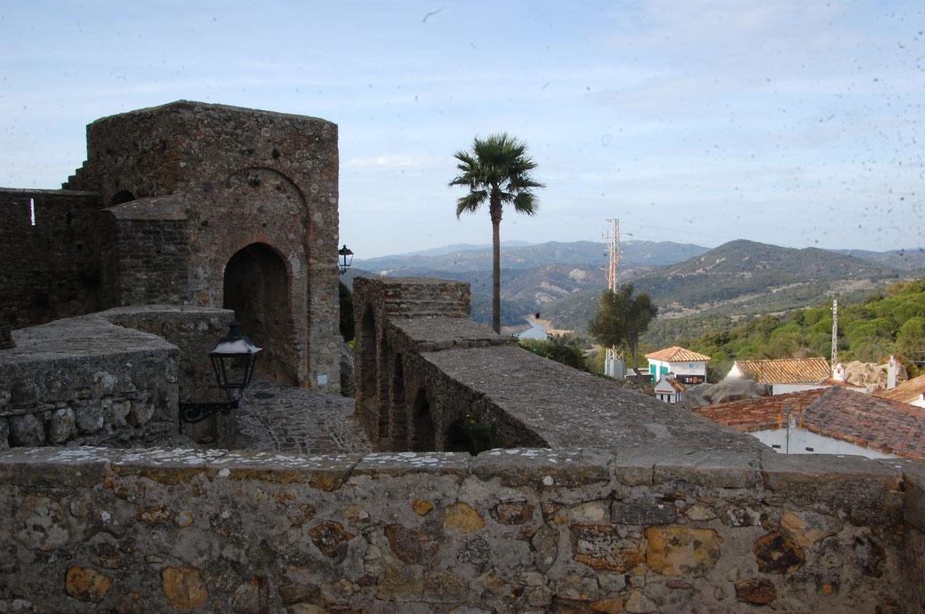 El Castillare, von den Mauren gemauert. Keine Ruine, sondern voll erschlossen mit Restaurants, Wohnungen und einem Hotel.