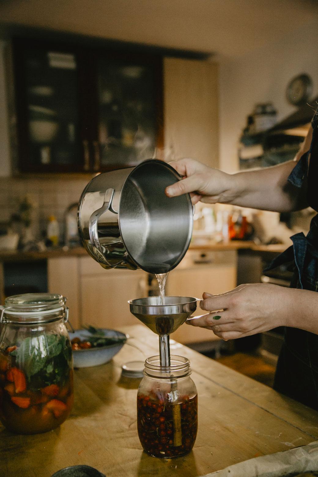 In der Farmküche - Johannisbeer Shrub Ansatz
