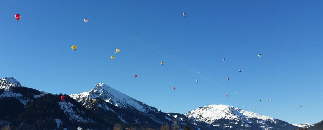 Auch Ballonfahrer lieben - genau wie ich - dieses Strahlewetter...