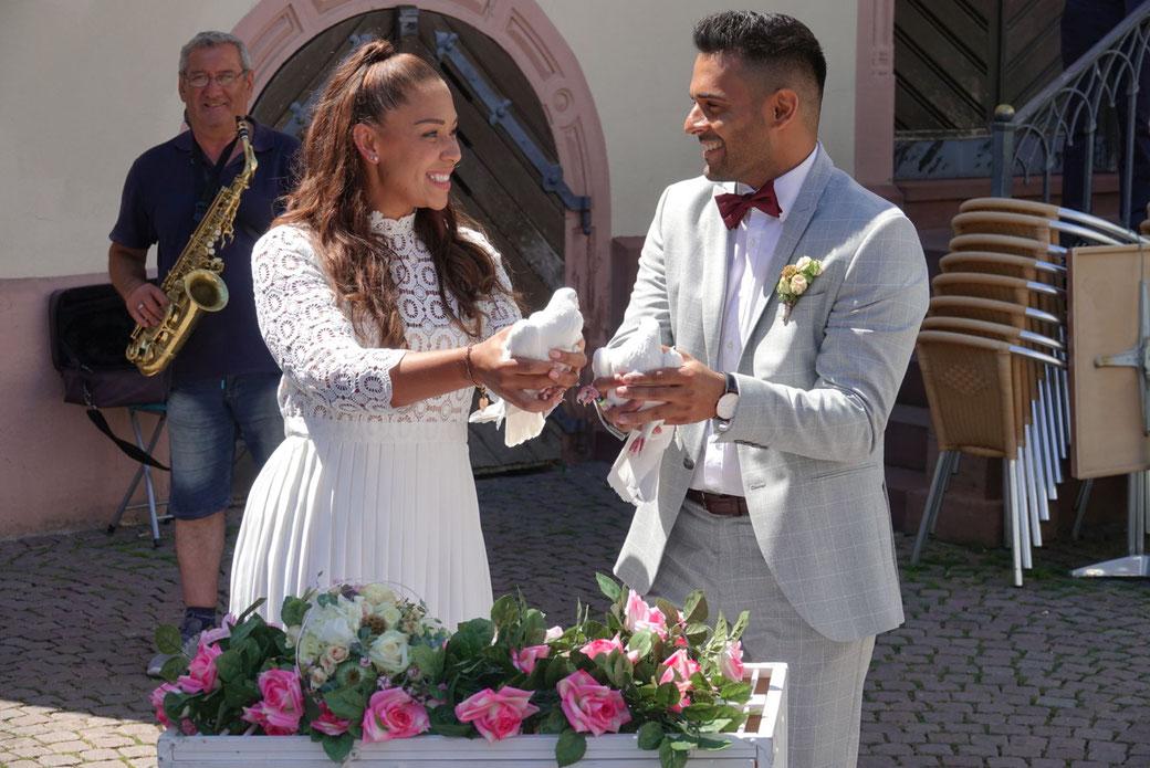 Hochzeitstauben & Herzausschneiden Wiesbaden