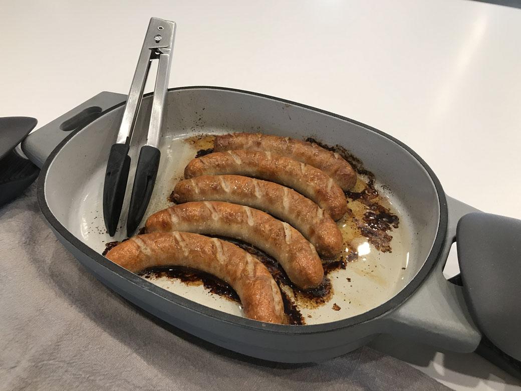 Bratwürstchen aus dem neuen emaillierten Gusseisen Baker von Pampered Chef (2 Liter Baker)