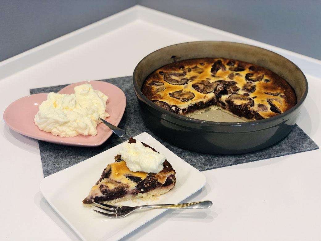 """Obst-Tarte mit Schmand-Guss aus der runden Kuchen Stoneware Ofenhexe® """"Leila"""""""