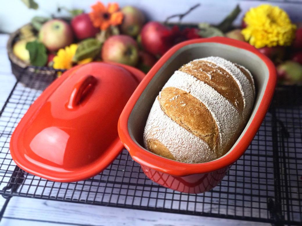 Hier siehst du ein knsupriges Zaubermeister Brot das mit Ruchmehl gebacken wurde.