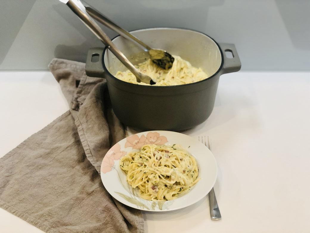 Alles aus einem Topf, so liebe ich es. Hier siehst du Spaghetti in Sahnecreme mit Gartenkresse  zubereitet im 5,7 ltr. emaillierten Guss Topf von Pampered Chef®