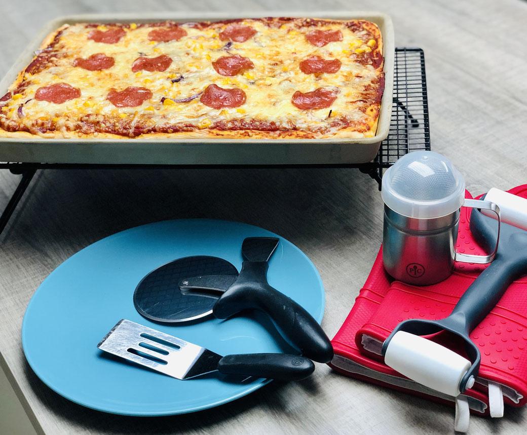 FreeStyle Pizza von Martina Ziehl, gebacken auf dem Ofenzauberer von Pampered Chef®