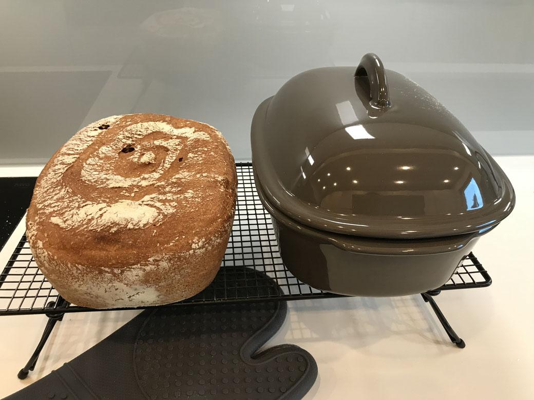Leckeres Haselnuss-Brot das im Ofenmeister gebacken wurde. Neues Brotrezept von Martina Ziehl