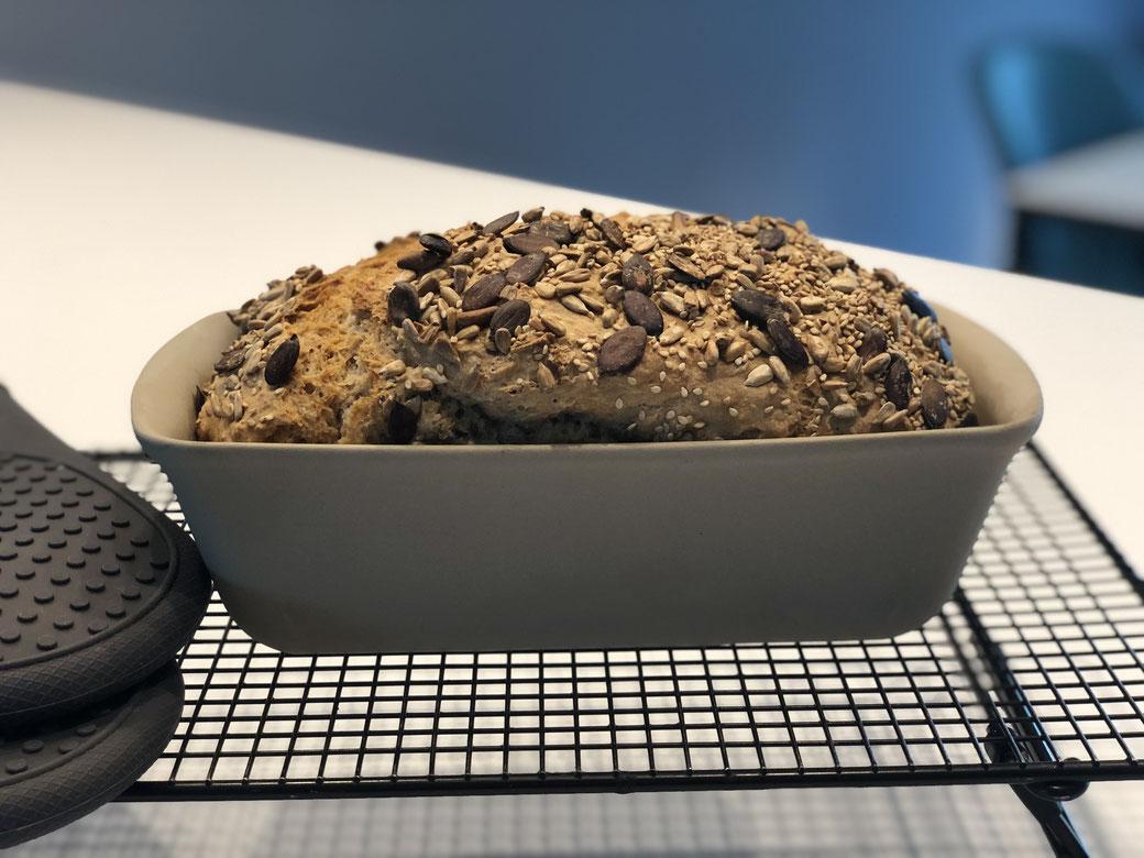 RuckiZucki Brot in 3 Minuten zubereitet und im Zauberkasten Plus oder der Mini-Kastenform von Pampered Chef gebacken