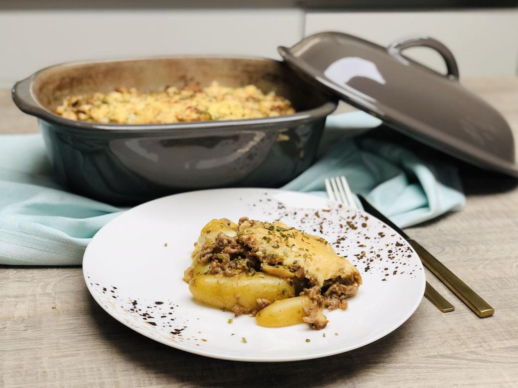 Schmackhafter Kartoffelauflauf mit Hackfleischfüllung zubereitet im Ofenmeister von Pampered Chef® Aber du kannst dieses Gericht auch ebenso in der großen Ofenhexe® zubereiten.