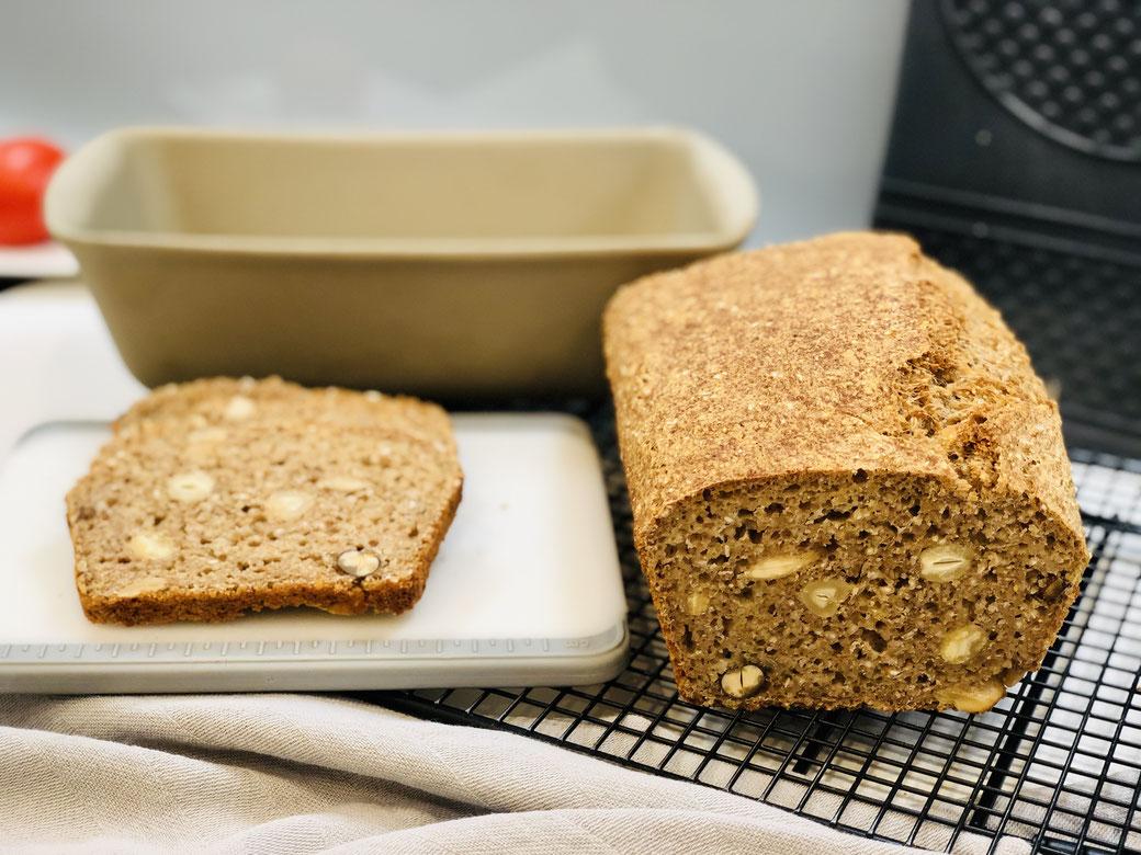 Yeah..mein selbst gebackenes Brot aus dem Zauberkasten Plus - So lecker mit Nüssen ♥
