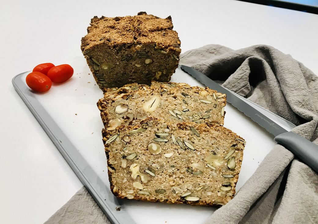 """6-Korn Vollkorn-Brot """"Nussknusper"""" mit Nüssen und Saaten aus dem Zauberkasten Plus oder dem kleinen Zaubermeister Lily"""