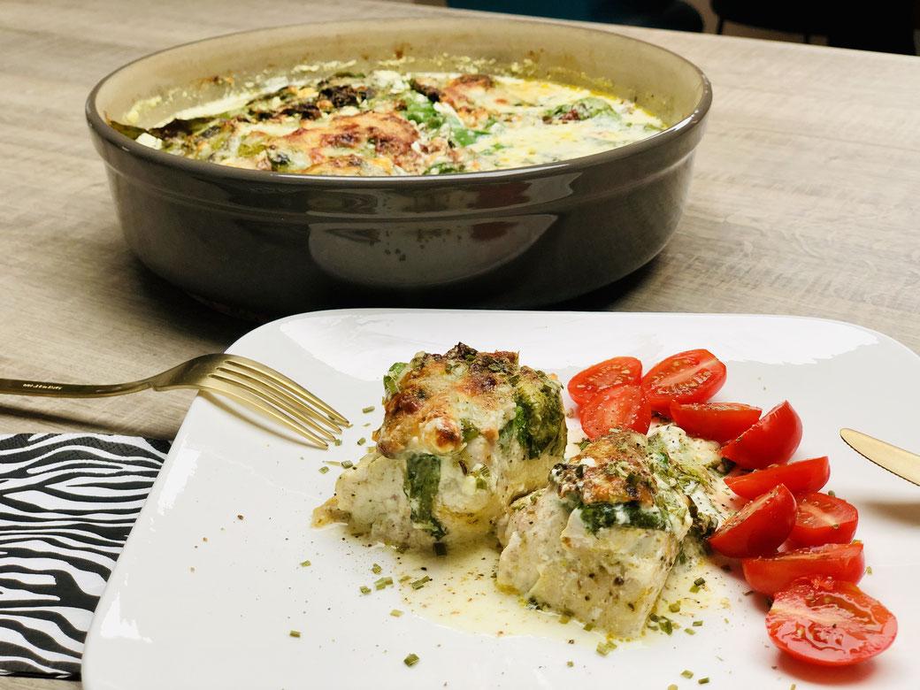 Mir läuft jetzt schon wieder das Wasser im Mund zusammen, wenn ich das Bild vom Toskanischen Knoblauch-Huhn sehe. Zubereitet habe ich mein Gericht in der runden Stoneware von Pamperd Chef® ich hätte es aber ebenso im Ofenmeister o. Bäker o. Ofenhexe®