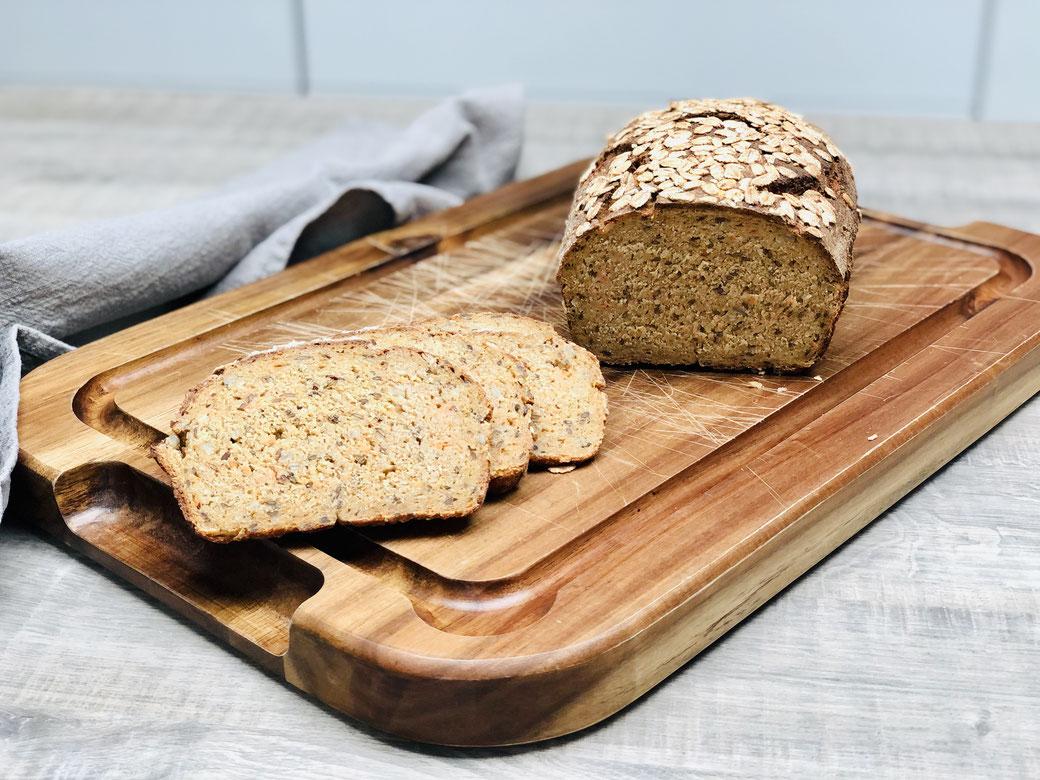 Hier siehst du mein selbst gebackenes Brot mit Emmer, Grünkern und Dinkelmehl aus dem Zauberkasten von Pampered Chef®