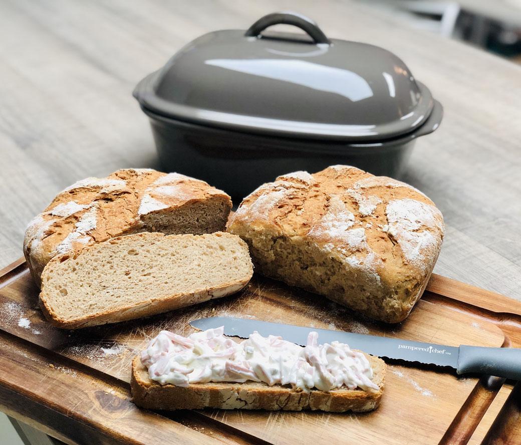 Hier siehst du mein leckeres Landbrot das ich im Ofenmeister knusprig gebacken habe. Mein Brotbacktopf von Pampered Chef® backt mir die leckersten Brote.