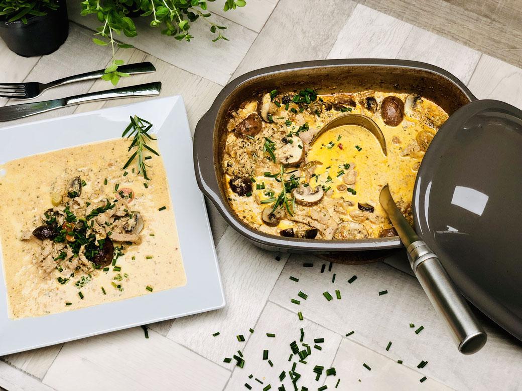 Ofenmeister Geschnetzeltes ♥ Wieder mal ein schnelles unkompliziertes Rezept aus dem Ofenmeister von Martina Ziehl. Heute Schweingegeschnetzeltes mit Champions und einer leckeren Sauce. Ich weiß, dass dieses Gericht auch dir wieder schmecken wird.