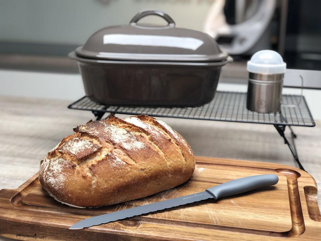 Hier siehst du mein leckeres selbst gebackenes Brot mit Vollkorn- Anteil und mit Schwarzbier. Lecker und würzig so wie ein gutes Brot schmecken muss :)