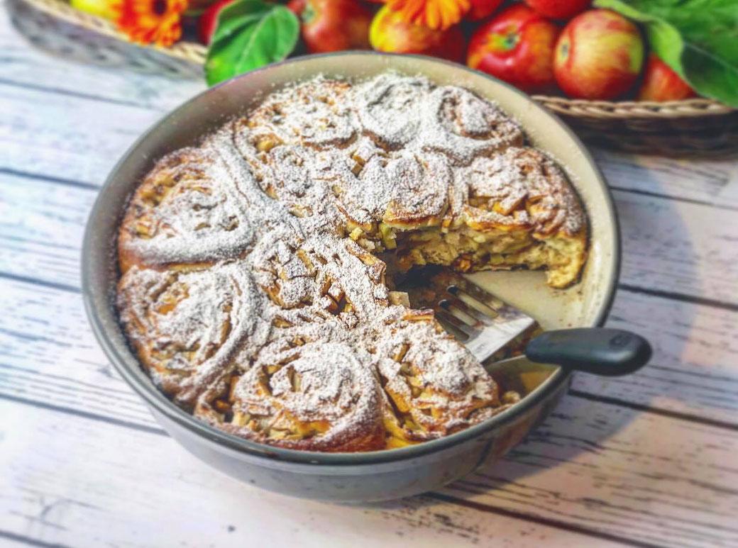 Dieses Rezept stammt von Mike´s Kitchen und wurde in der runden Ofenhexe® gebacken. Französische Brioche mit Apfel-Zimt-Füllung aus der runden Ofenhexe® von Pampered Chef®