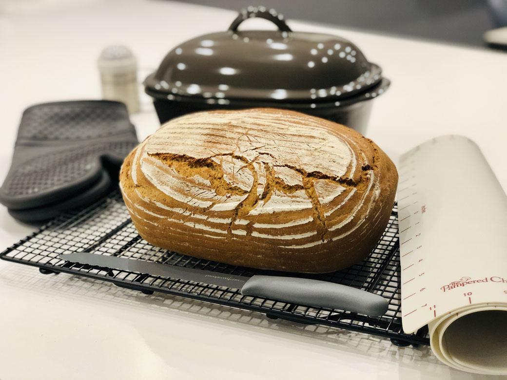Frisches selbst gebackenes Brot aus dem Ofenmeister von Pampered Chef®
