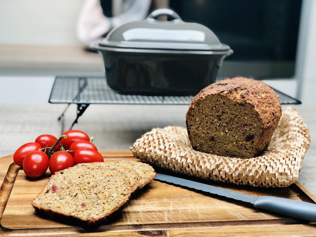 Pampered Chef Zaubermeister Lily Brot. Heute ein Rote Beete Brot mit Karotten und 6 Korn Mischung mit Nüssen und Hirse.