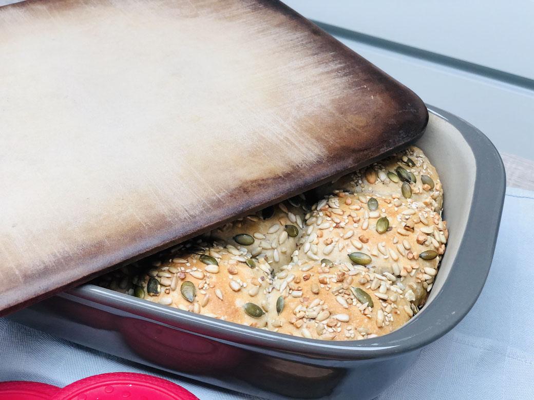 Leckere seslbst gebackene Brötchen aus der Ofenhexe® und dem Zauberstein von Pampered Chef® (diese 2 Stoneware Produkte nennt man das Gundset)
