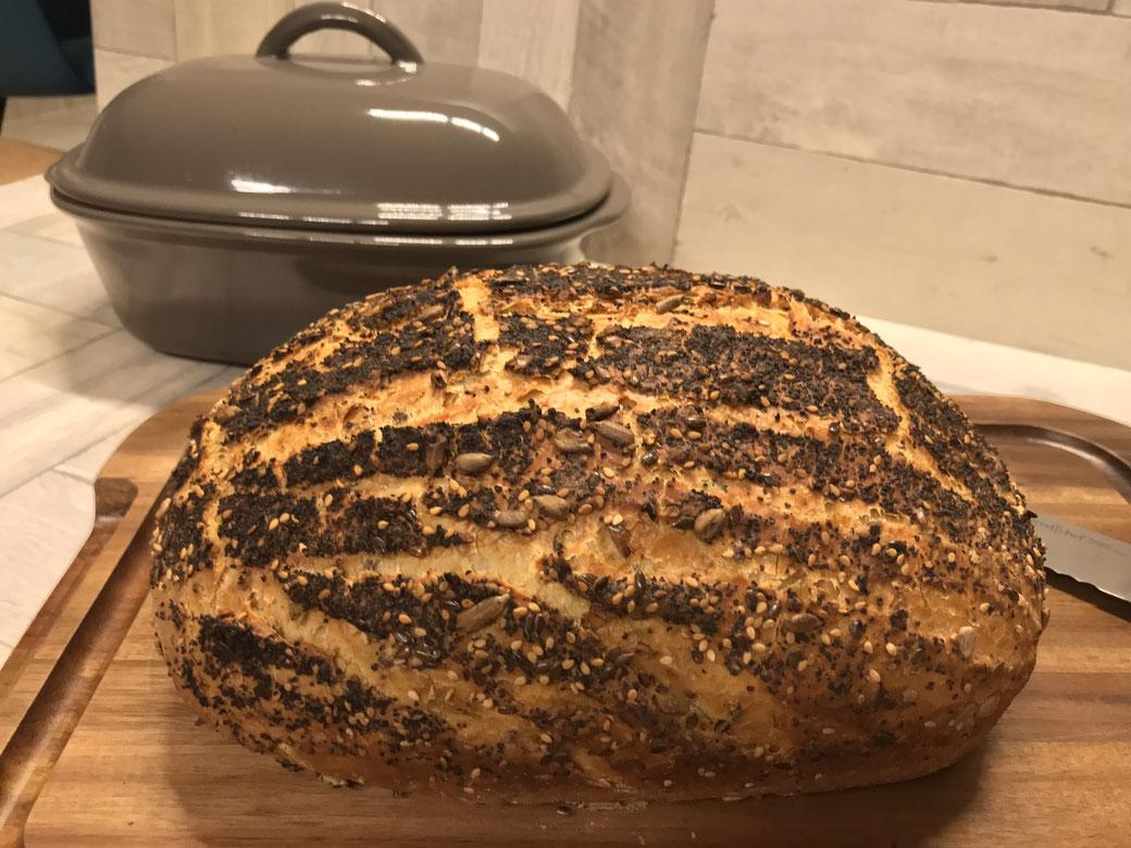 Mein wunderbares Weltmeisterbrot backe ich natürlich in meinem Ofenmeister von Pampered Chef. Ein wunderbar wohlschmeckendes Brot.