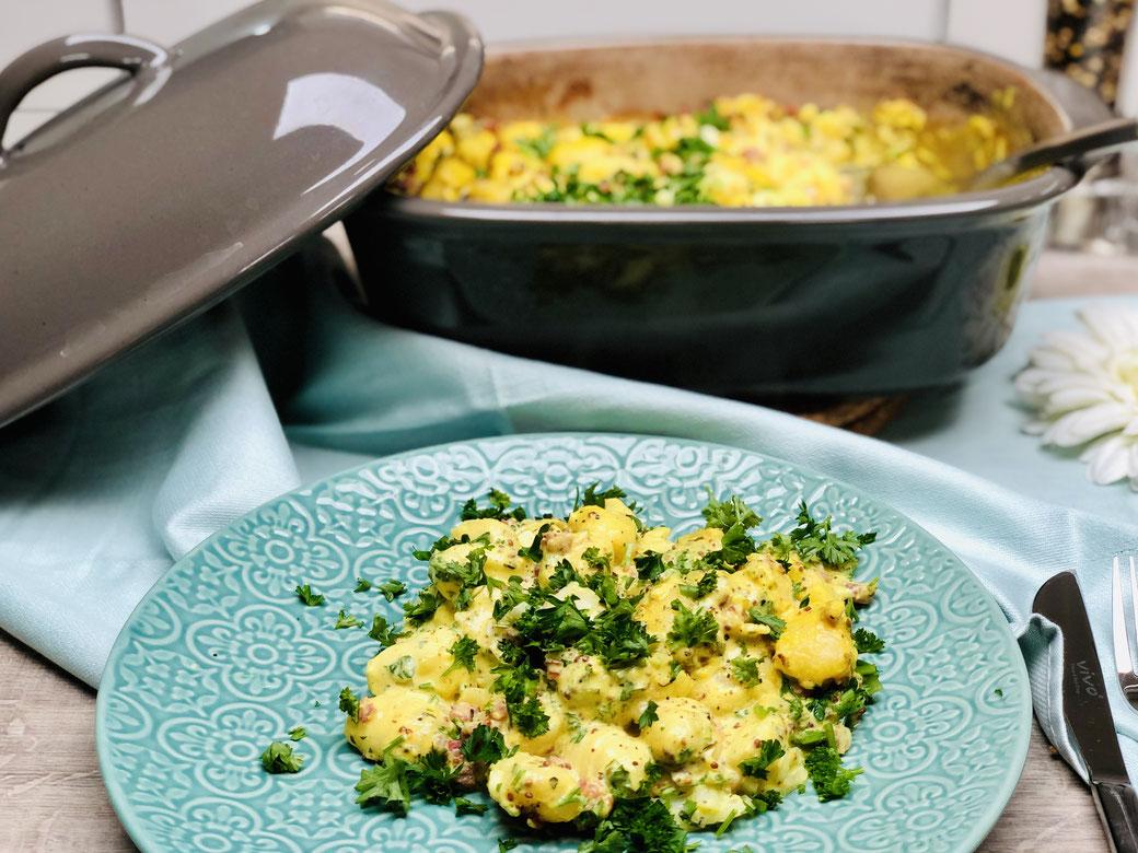 Leckere Gnocchi in Senfsahne All in One aus dem Pampered Chef® Ofenmeister. Sehr lecker und schmackhaft. Auch toll wenn sich Gäste anmelden, denn wenn du dazu einen Salat reichst, dann hast du ein leckeres Gericht und du musst nicht in der Küche stehen.