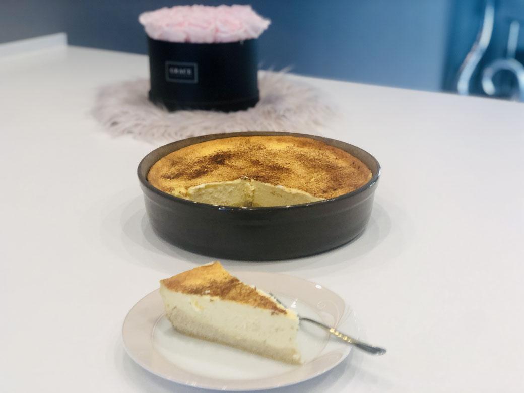Hier siehst du meinen cremigen leckeren Rahmkuchen den ich in der runden Stoneware Leila gebacken habe ♥