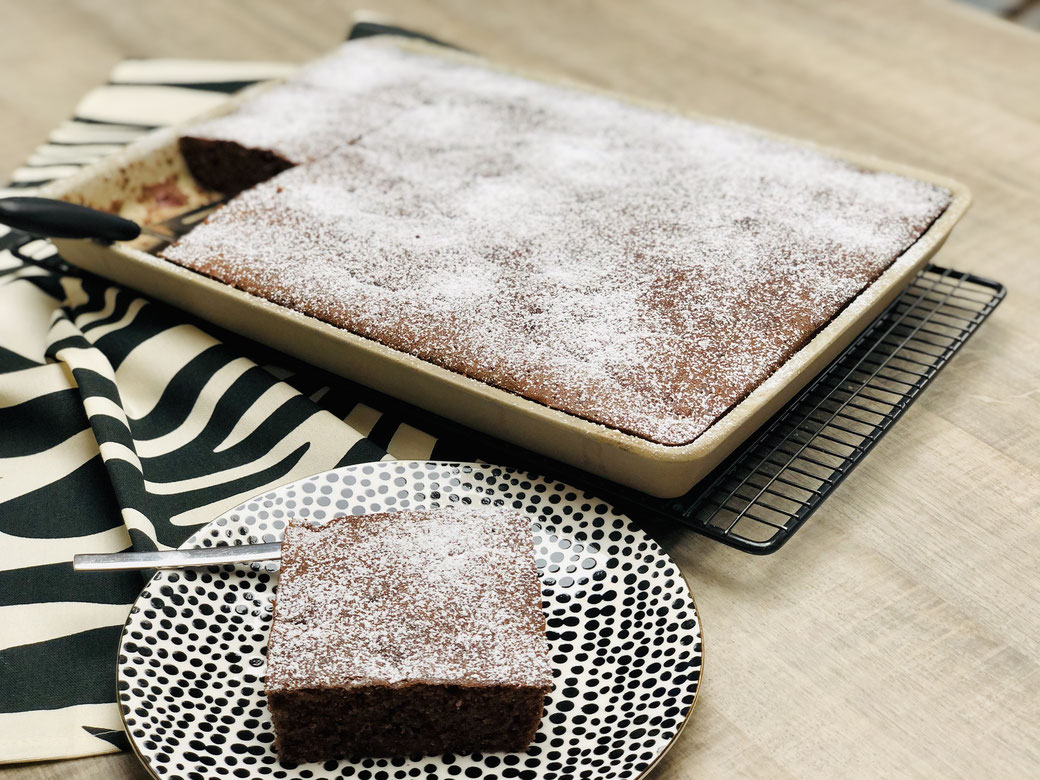 Leckerer schokoladiger Rotweinkuchen mit Kirschen aus dem Ofenzauberer von Pampered Chef®