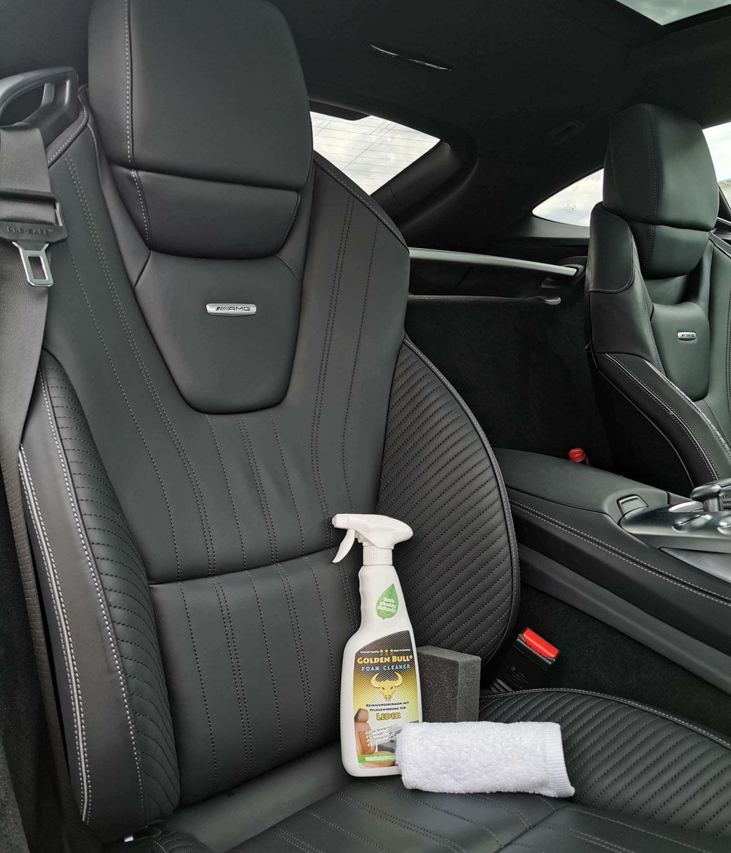Lederreinigung und Lederpflege im Auto. Braune KFZ Ledersitze reinigen und pflegen mit Golden Bull.