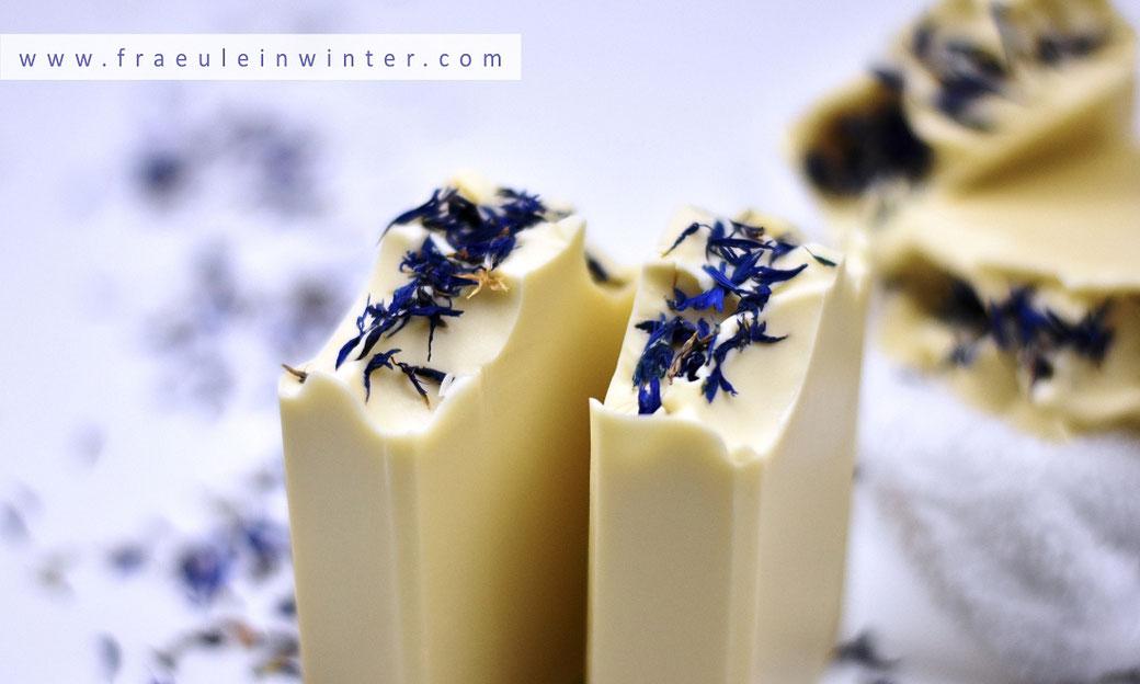 Handgemachte Seife mit Kornblumen. | Fräulein Winter