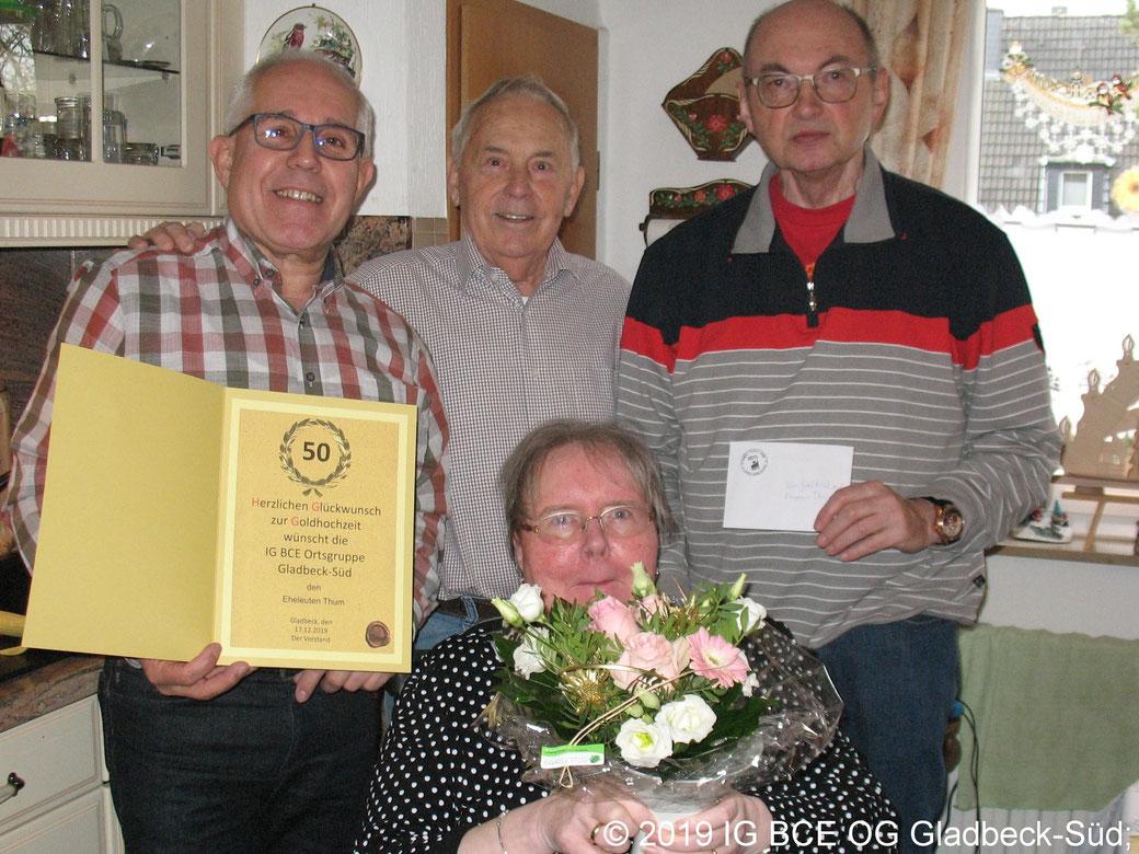 Glückwünsche zur Goldenenhochzeit ans Ehepaar Ursula und Werner Thum.