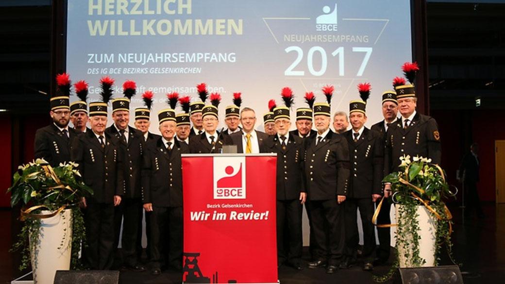 Foto: Manuela Hauer, IG BCE Bezirk Gelsenkirchen, Neujahrsempfang 2017, Bezirksvorsitzender Thomas Steinberg und Bergmannschor Cosoldiation