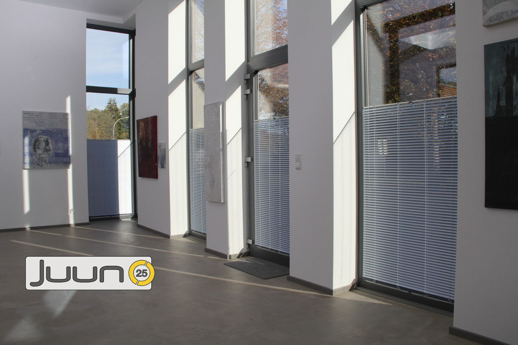 Juun25, Jalousie, Galerie, Blendschutz, Sichtschutz, Sonnenschutz, ©Umbratec-System
