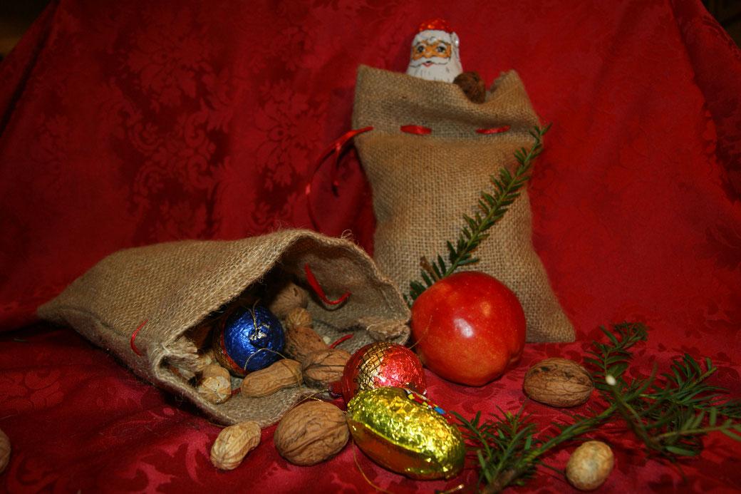 Nikolausssäckchen-gefüllt -zu-kaufen-bei-www.weihnachtsmann-nikolaus-de
