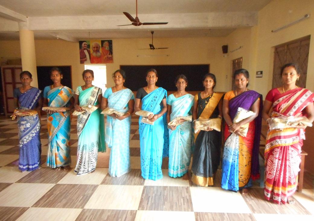 Die Lehrerinnen und Mitarbeiterinnen der Bless School