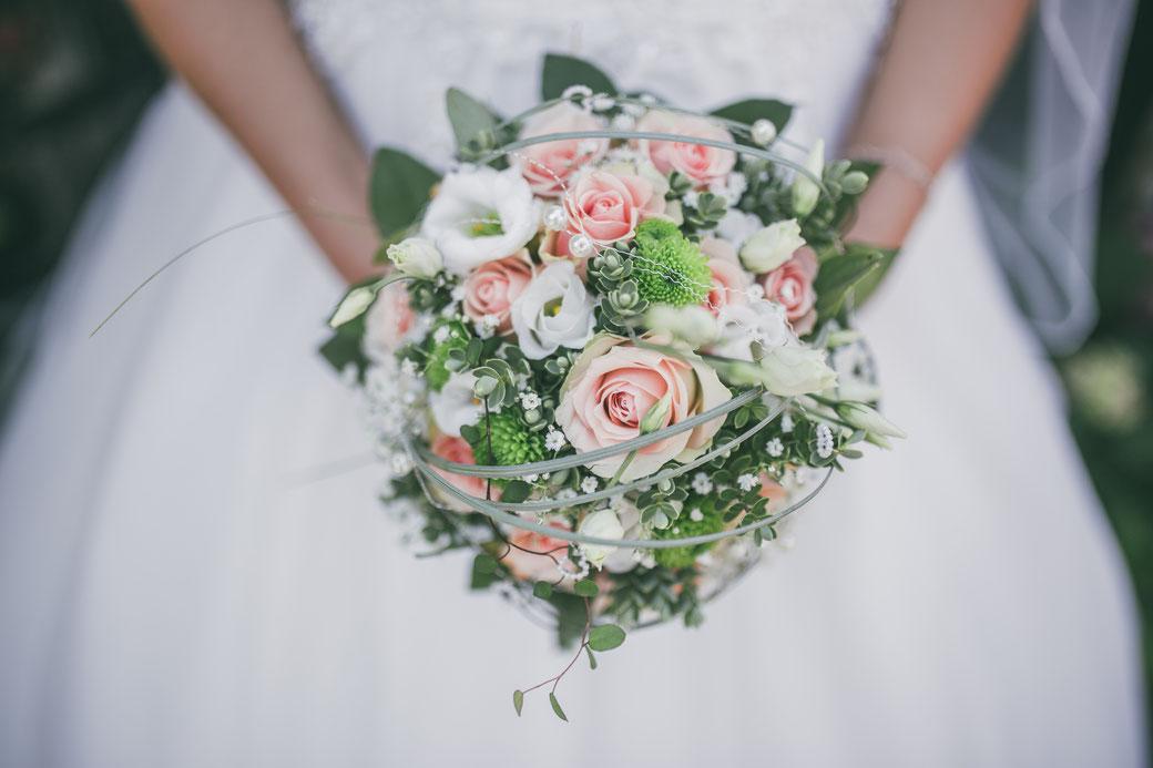 Hochzeitsfotos Kaiserstuhl Brautstrauß