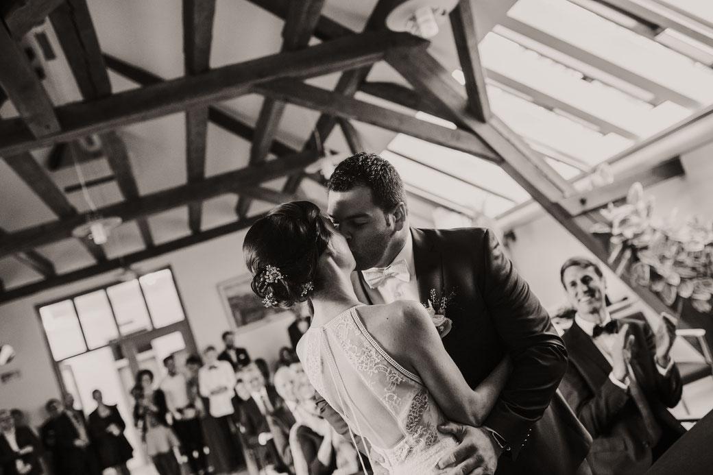 Brautpaar Kuss Hochzeitsreportage Freiburg