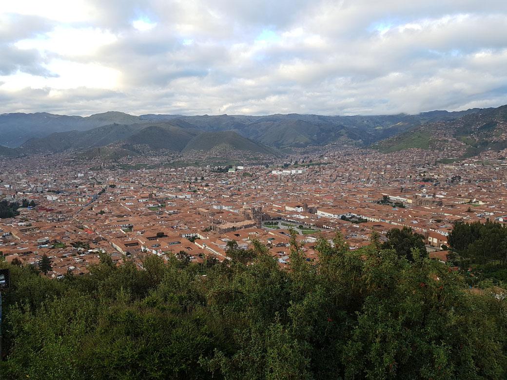 Blick vom Christo Blanco auf Cusco