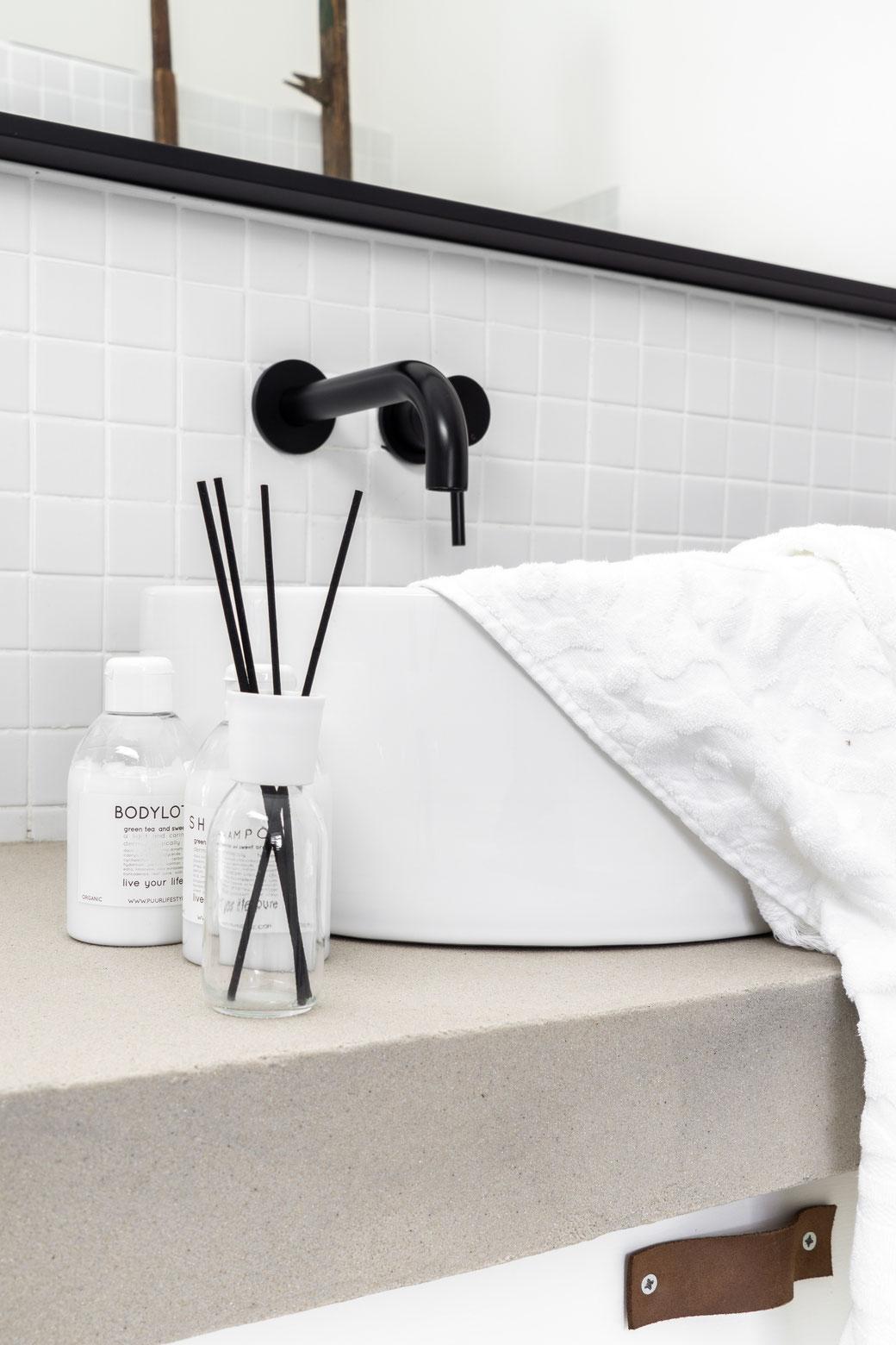 betonstuc badkamer meubel