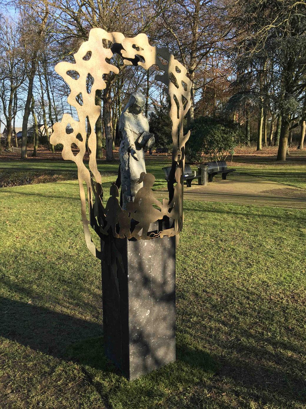 'Zustertuin'  brons, cortenstaal. In opdracht van Eskacé, geplaatst in Kloostertuin Reuver, gerealiseerd door Koppig Limburg 2016