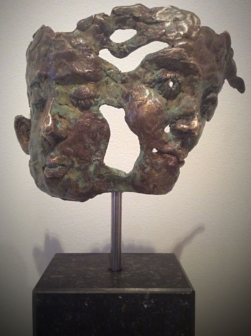 """""""Janus"""" , brons,  afscheidsgeschenk in opdracht van Mondriaan zorggroep"""