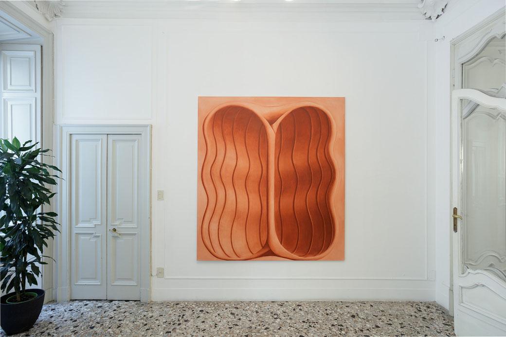 """Pia Krajewski, solo exhibition """"Sight and Touch"""" 2021, Artuner Milano, oT (Nut) 2021, oil on canvas, 200x180cm, Foto: Filippo Armellin"""