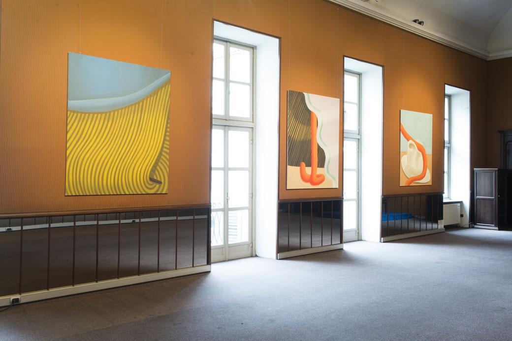 """Pia Krajewski, """"The World's Your Oyster"""" Artuner Turin 2018, left: oT (Haarnadel) 2018, 180x150cm, middle: oT (Dazwischen) 2018, 180x150cm, right: oT (Hut) 2018, 180x150cm"""